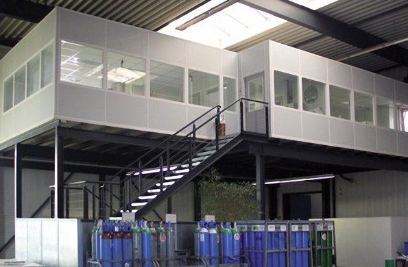 systeemwand-vrijstaandevloer-mezzanine-trap